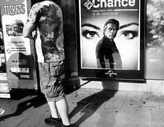 Chance (escael) Tags: bn sombras luz callejeando street sol chance streetlife cine carteldecine fotografíadecalle leicacamera leica personas streetphotography calle bw madrid leicax2 blancoynegro españa hughlaurie