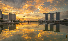 sunrise at mbs (jaywu661) Tags: sky skyline singapore sony sony1635mm sonya7r sun sunrise cityscape reflections inexplore singaporeriver marinabay marinabaysands marinabaysg nisi nisifilter outdoor landscape urban buildings