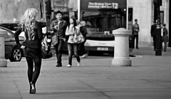 the little things... (gerhardkörsgen) Tags: atmosphere candid city decisivemoment everyday frau gerhardkoersgen körsgen life menschen monochrome outdoor people perspective photographed person streetphotography scene street schwarzweiss urban walkby little things that make woman look good london trafalgar square lady walk black white blackwhite