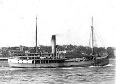'TUNCURRY II' (1909 - 1950) - Sydney Harbour (Great Lakes Manning River Shipping NSW) Tags: midnorthcoast shipbuilding glmrsnsw australia greatlakesnsw nswgreatlakes capehawkeharbour tuncurry tuncurryii tuncurry2jwbst johnwrightsyt wrightshipst allentaylorco camandsons on125205 pountneyandmcpherson historicgreatlakes wrightshipyards tuncurry21909 johnwright historictuncurry