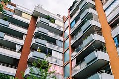 Neuperlach, München (Mike Dizzy) Tags: münchen munich bayern bavaria germany deutschland architektur architecture stadt city urban nikon f801s n8008s 35mmseriese fuji 400h 35mm film c41 analog