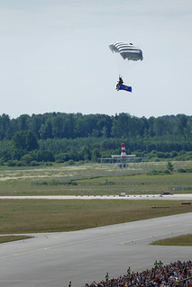 Ar svinīgiem pasākumiem atzīmē atjaunoto Gaisa spēku 25. gadadienu