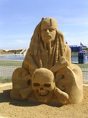 Captain Jack Sparrow sand sculpture (Nekoglyph) Tags: publicart film movie redcar sand cleveland teesside summer sculpture festival 2017 coatham seaside janzelinca piratesofthecaribbean5 captainjacksparrow johnnydepp skull crossbones boatinglake mkmbuildingsupplies blue