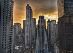 Rockefeller Center - NYC (Aránzazu Vel) Tags: rockefellercenter newyork nyc urban skycraper cityscape sunset tramonto city ciudad citta buildings grattacieli rascacielos newyorkcity statiuniti usa sky architecture arquitectura