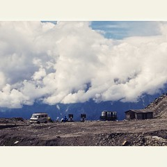 Rohtang.#rohtang#manali#hills#mountains#cloudy#weather#sony#photography (mandeep00775) Tags: rohtang manali hills mountains cloudy weather sony
