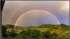 Strahlender Abend nach einem grauen Tag (Dieter Meyer) Tags: himmel regenbogen beuren schwäbische alb doppelregenbogen panorama landschaft landscape rainbow grün green light licht schwäbischealb badenwürttemberg germany