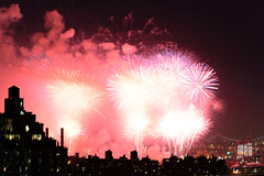 4th of July 2017 Macy's Fireworks-98 (Diacritical) Tags: brooklyn nycmacys nikond4 pattern 70200mmf28 20secatf71 july42017 85512pm f71 195mm 4thofjuly fireworks macysfireworks nyc night skyline