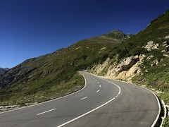 IMG_2980 (Play Out Right Now) Tags: kurven curves switzerland schweiz pässe pass virages roads moutains