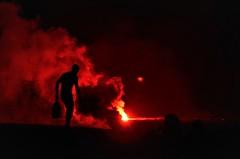 El foc i la lluna. (josepponsibusquet.) Tags: foc fuego santjoan nitdelfoc solsticidestiu cremà petardos bengales lluna luna lestartit estartit platja playa costabrava baixempordà catalunya catalonia cataluña contrallum fum humo silueta petards