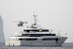 Global (mike828 - Miguel Duran) Tags: barco ship yacht megayacht superyacht helicoptero helicopter mallorca majorca balearic islands longrange zoom superzoom nikon p900 global