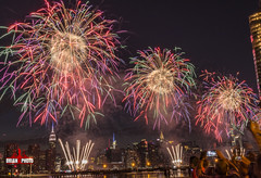 2017 Macys July 4th Fireworks-16 (bkrieger02) Tags: fireworks july4th macys macysfireworks macysjuly4thfireworks independenceday transmitterpark greenpoint brooklyn nyc newyorkcity manhattan skyline eastriver longexposure nightphotography color colorful sparkle empirestatebuilding chryslerbuilding reflections canon canonusa teamcanon 7dmkii sigma 24105 artlens waterrefelections