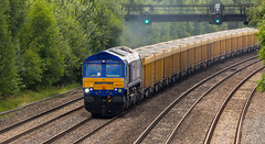 GBRf Class 66/7 no 66727 at Tupton on 06-07-2017 with a late running Cliffe Hill to Doncaster loaded stone. (kevaruka) Tags: tupton tuptonbridge chesterfield claycross class66 class59 59003 derbyshire england trains train britishrail networkrail railfreight railway telephototrains telephoto flickr frontpage thephotographyblog ilobsterit countryside summer 2017 july sun sunshine sunny sunnyday canon canoneos5dmk3 canon5dmk3 canonef100400f4556l 5d3 5diii 5d 5dmk3 yellow blue green colour colours color colors 66727