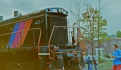 New Jersey Transit Endcab Switcher #500 (gg1electrice60) Tags: newjerseytransit njt newjerseytransitendcabswitcher diesel diesellocomotive dieselengine endcabswitcher njtlocomativenumber500 newjerseytransitengineno500 njt500 railyard railfans railroad railroadstation railroaddepot railroadyard railroadtracks railroadmuseum tracks electromotivedivision emd generalmotors gm builtdecember1970 peorialakeerieno1570 ple1570 neeple exltex grainy grainyphotograph whippany whippanyrailroadmuseum hanovertownship newjersey nj morriscounty unitedstates usa us america route10 stateroad10 sr10 whippanyroad whippanyrd people kids festival