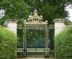 The gate between the Château de Versailles and the Potager du Roi (Monceau) Tags: gate elegant ornate gold portal potagerduroi châteaudeversailles gateway odc garden