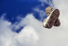Shoes in the sky (Peideluo) Tags: shoes sky zapatos cielo nubes street