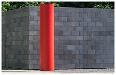 Schloßpark Weitmar (frankdorgathen) Tags: urban town city banality minimalism daylight summer nordrheinwestfalen ruhrgebiet bochum weitmar schlospark park outdoor color colorful brick stone red column wall