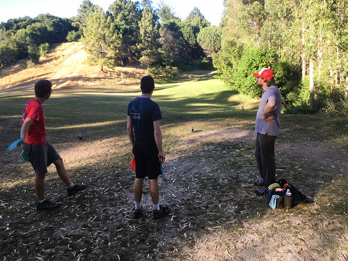 Disc golf at the new Lake Chabot Golf Club course