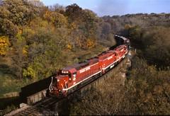 Uphill climb (ujka4) Tags: chicagocentralpacific chicagocentral ccp cc gp38 2000 dubuque iowa ia fallcolors autumn