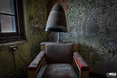 You wear it everyday, invest in your hair (Abandoned Rurex World.) Tags: hôpital abandonné abandon hdr 2017 urban urbex mga explored abandoned hospital lost place asylum old vintage decay derelict ue exploration urbaine canon 1022mm 70d forgotten memento mori