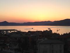 Tramonto sul mare (maicholschinello) Tags: sunset sea peace mare tramonto baia