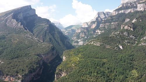 2017-06 Picos en Pyreneeën de bergen van Parque Nacional Ordesa y Monte Perdido bij de rio Aso (Frans)
