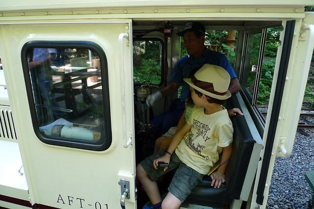 機関車の運転席に乗せてもらうことが出来ました!|赤沢森林資料館
