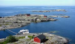 Söderskär, today (sakarip) Tags: sakarip summer söderskär porvoo finland island sea redhouses rock boat july water bridge