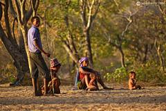 15-09-16 Ruta Okavango Namibia (396) R01 (Nikobo3) Tags: áfrica namibia khaudum tamsu nyaenyae bosquimanos culturas color tribus etnias people gentes portraits retratos social pueblos poblados rural vidasalvaje nikon nikond800 d800 nikon7020028vrii nikobo joségarcíacobo flickrtravelaward ngc sit sitting seated travel viajes