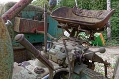 20170617_105350_3500-300_0004 (Olivier_1954) Tags: vehicules abandonné ancêtre tracteur transport