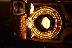 ALGUN DIA ELLA TENIA QUE SER LA MODELO (kchocachorro) Tags: photography phothographer phothoart camera kodak old oldcamera ancient antiguo