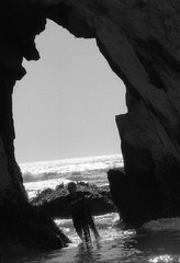 O))))16 (gustavo coronado) Tags: film 35mm fujineopanss blackandwhite blancoynegro cheapscan nikonf100 chile loberia carahue oceanopacifico cochayuyo lafkenmapu