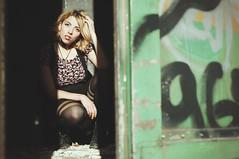 (Mishifuelgato) Tags: retrato portrait mujer woman belen alicante spain españa fotografia photography photooftheday pickoftheday photoshoot nikon d90 50mm 18 shades sombras dark oscuro green verde laencina wagon vagon train tren graffitis anciente antiguo villena
