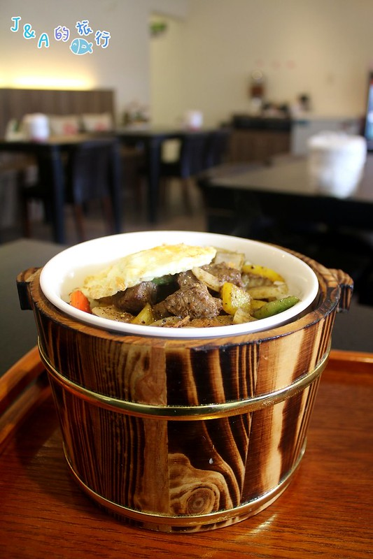 湘妹子木桶飯-3種小菜.飲料.冰淇淋吃到飽,乾拌牛肉麵鹹香有嚼勁!【新北聚餐餐廳】 @J&A的旅行