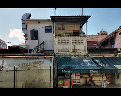 20170615_105045 (xxtreme942) Tags: singapore oldhouse backlane sky samsung s5 littleindia