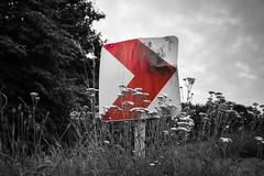 Wegweiser (ninikleemann) Tags: wegweiser strasse schild shild pfeil red licht grau dunkel schwarzweiss farbe rot weg