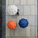 3515 (explored) (.niraw) Tags: köln deutz hohenzollernbrücke regenschirm strasenfotografie regen orange blau beige platten niraw moos rheinpromenade