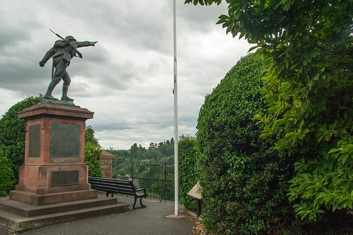 Bridgnorth War Memorial Canon 1/400 at f8 iso200