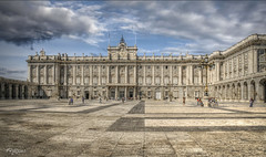 Palacio Real de Madrid. (Capuchinox) Tags: palacio palace real royal madrid cielo sky nubes clouds monumento monument españa spain edificio building arquitectura arquitecture canon photomatix hdr nik