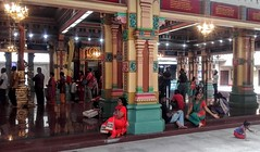 Sri Maha Mariamman Temple (Cleu Corbani) Tags: srimahamariamman templohindu templos gente religion religiones people cultura fe creyentes indumentaria ropahindu