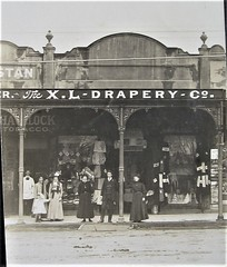 X L Drapery Co, Castlemaine, Victoria - very early 1900s (Aussie~mobs) Tags: vintage victoria australia castlemaine wldraperycompany shop store staff havilock aussiemobs