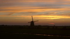 Ours Is The Glory (Eddy Allart) Tags: holland dutch sky atardecer cielo colores mill molino sunset dusk molen windmill