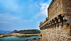 remparts de St Malo (.Sophie C.) Tags: saintmalo 35 illeetvilaine breizh bretagne remparts ile grandbé petitbé fortdupetitbé mer sea littoral côted'émeraude