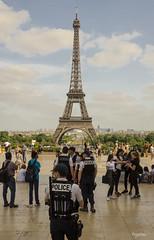 PARIS_La tour Eiffel_Sécurité vigie pirate (regis.muno) Tags: nikond7000 paris iledefrance monument france photo photographie exterieur latoureiffel letrocadero police policenationale sécurité vigiepirate