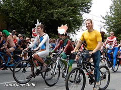 DSCN2061 (IantoJones2006) Tags: fremont solstice cyclists 2017 naked bike seattle parade nude painted body paint bicycle