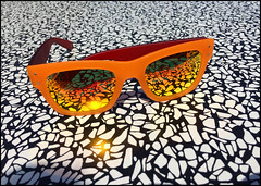 Sunglasses (na_photographs) Tags: sonnenbrille brille orange tisch reflex grell