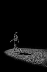 CON LUZ PROPIA (oskarRLS) Tags: luz light lumiere roma calle street bw walking girl woman youth