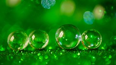 Go Green - Smile on Saturday (YᗩSᗰIᘉᗴ HᗴᘉS +6 500 000 thx❀) Tags: gogreen smileonsaturday smile marble bille sphère sphere ball cristal crystal game toy green macro hensyasmine sony