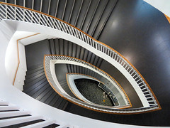 Staircase, Museum of Contemporary Art, Chicago, Illinois (duaneschermerhorn) Tags: architecture building skyscraper structure highrise architect modern contemporary modernarchitecture contemporaryarchitecture chicago illinois unitedstates usa stairs steps spiralstaircase spiralstairway oval circular circularstairs gallery moca museum museumofcontemporaryart