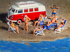 180/365 #Macro Monday - Relaxation(Tiny people at the beach) (J.Weyerhäuser) Tags: beach fun figures figuren people tiny h0 macromonday relaxation preiser hmm