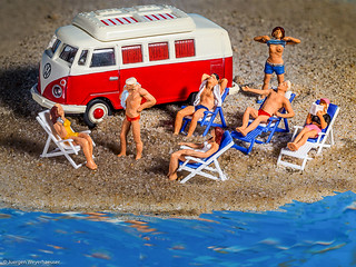 180/365 #Macro Monday - Relaxation(Tiny people at the beach)